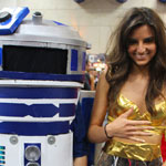 SDCC 2012: Cosplay Round-Up: R2-D2 and C-3PO crossplay, She-3PO