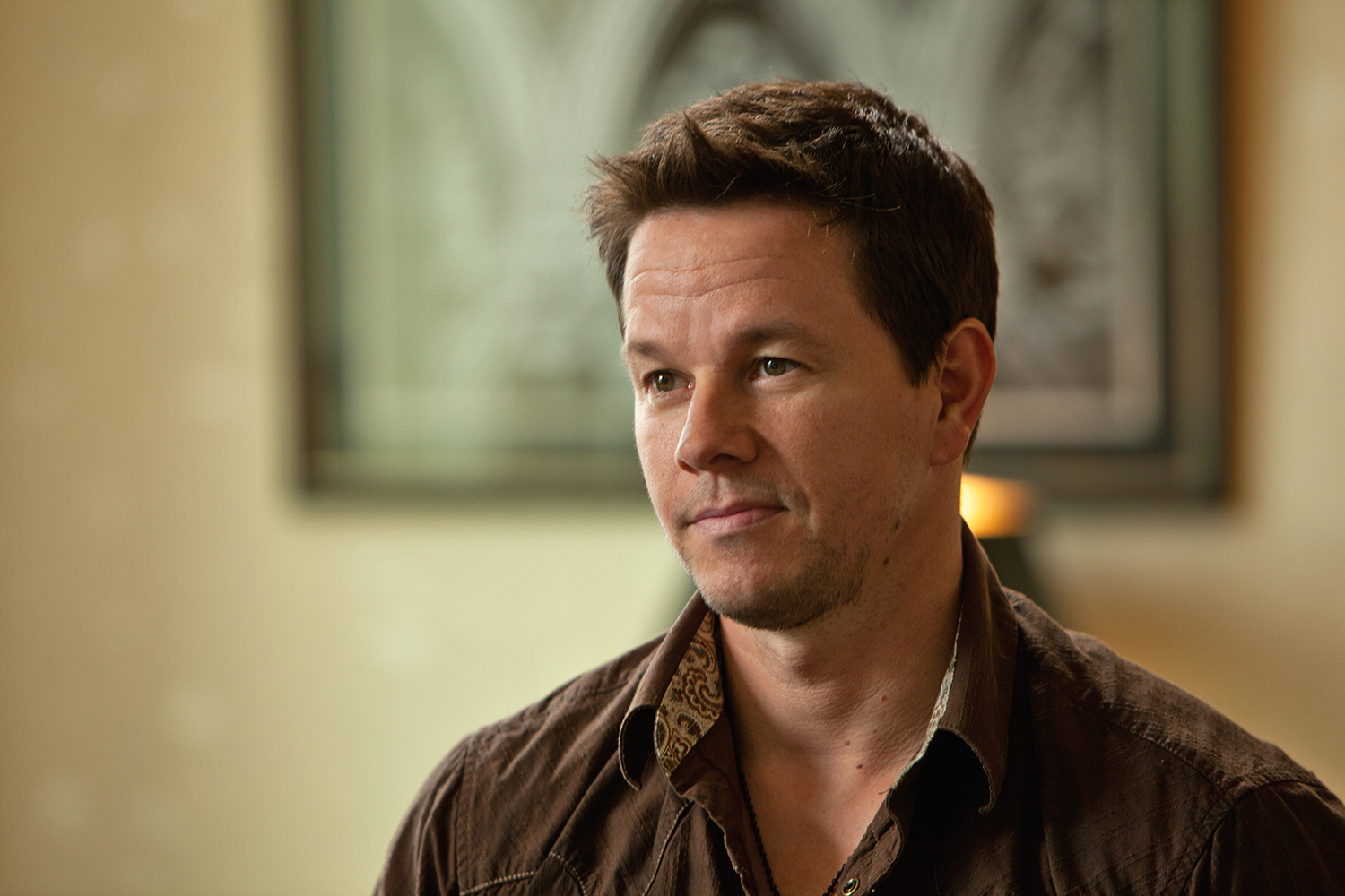 2 Guns movie still: Mark Wahlberg 02