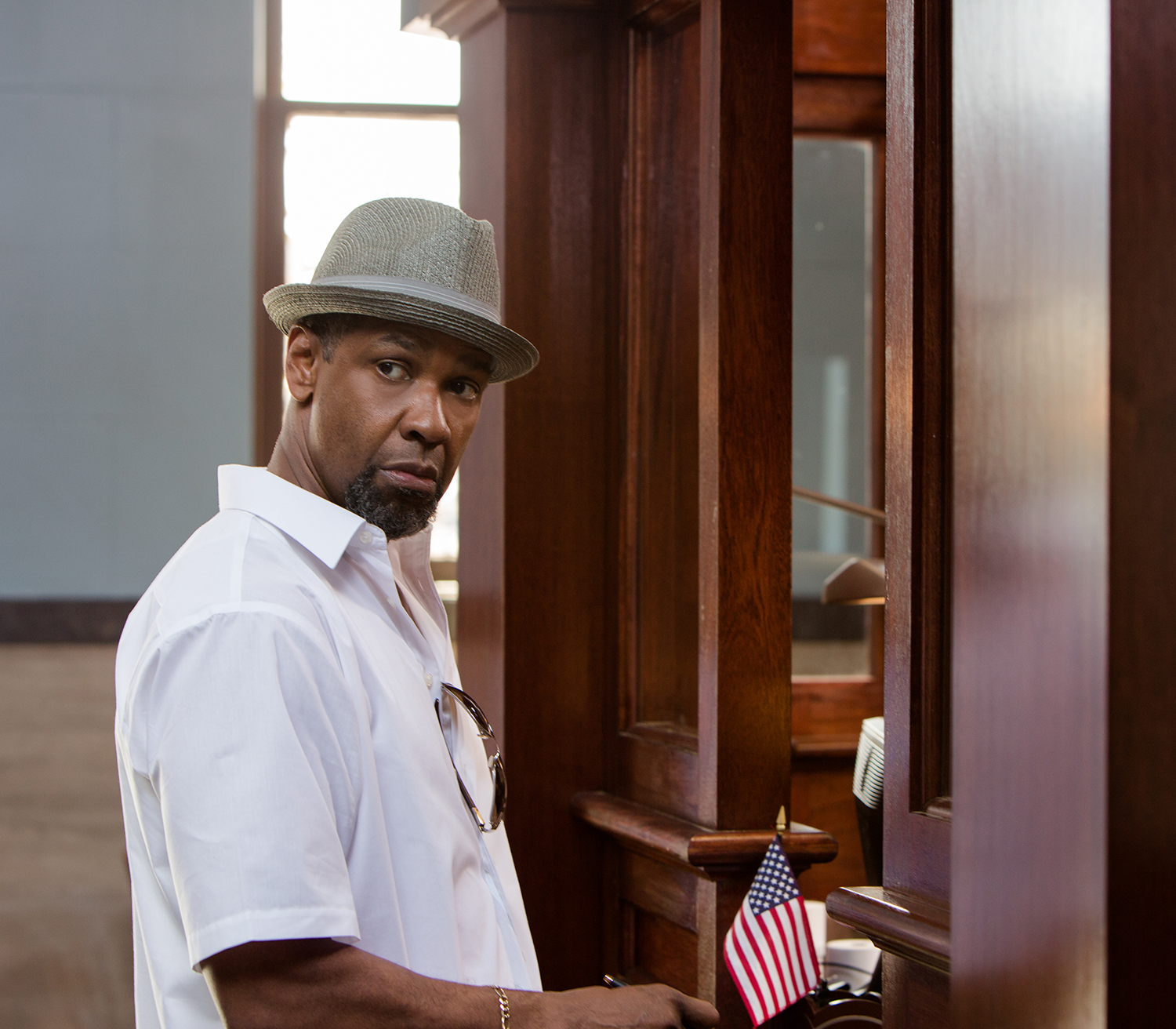 2 Guns movie still: Denzel Washington 02