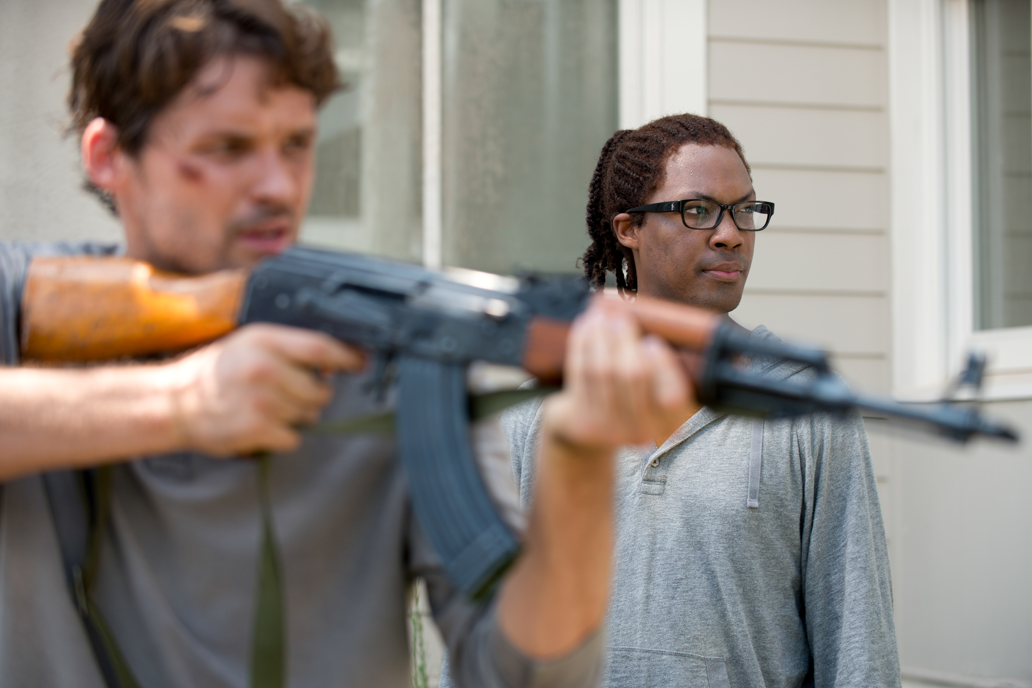 Austin Nichols as Spencer Monroe and Corey Hawkins as Heath - The Walking Dead
