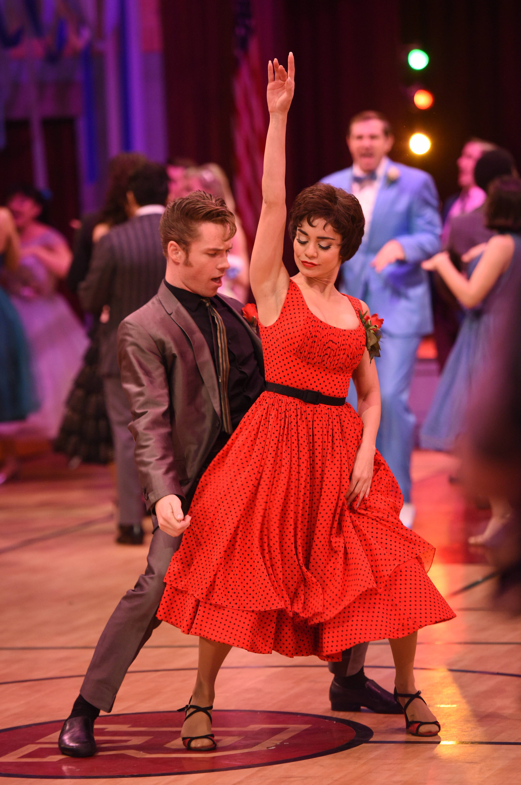 Grease Live 32