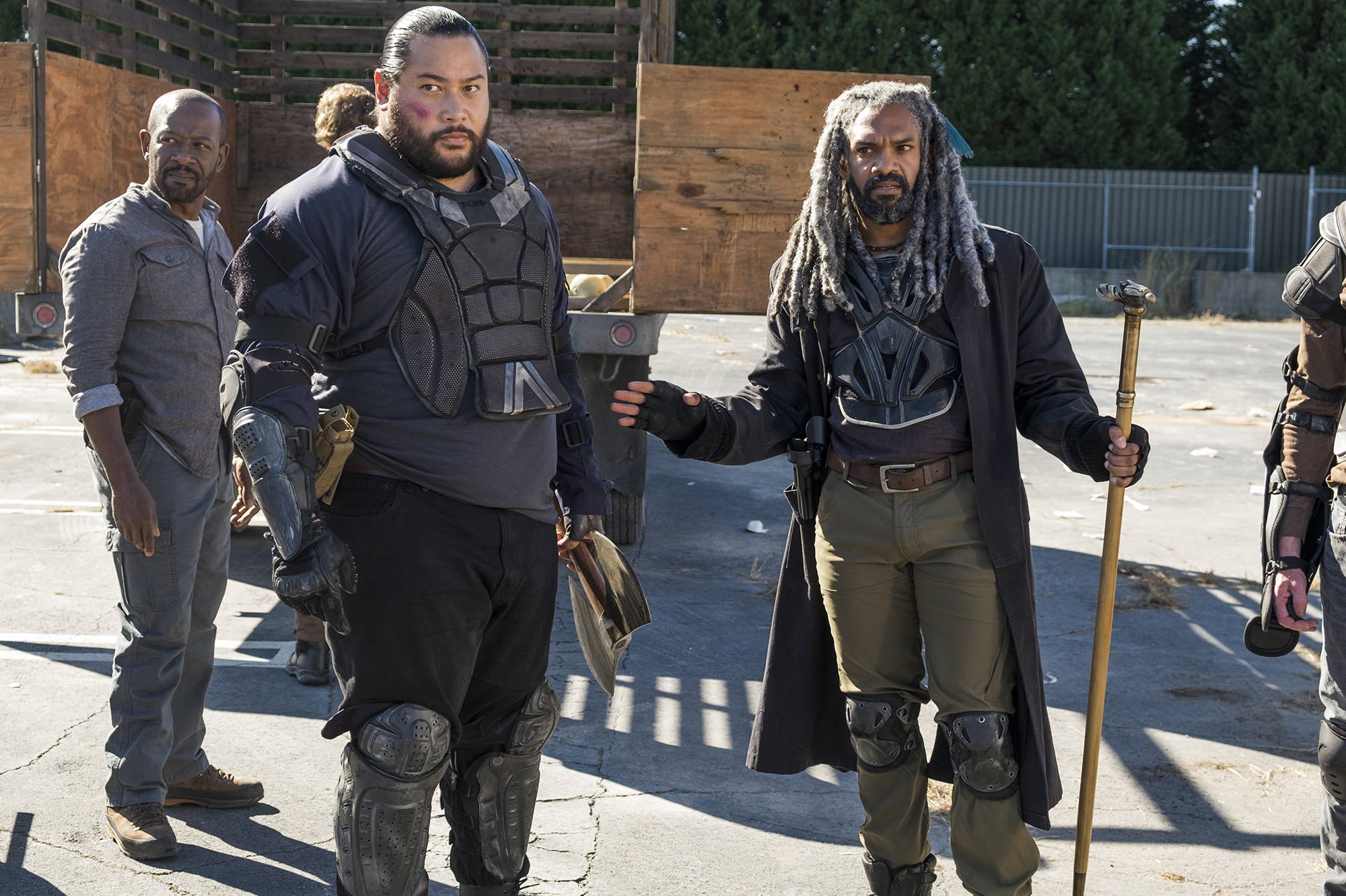 Khary Payton as Ezekiel, Lennie James as Morgan Jones, Cooper Andrews as Jerry - The Walking Dead, Season 7, Episode 13